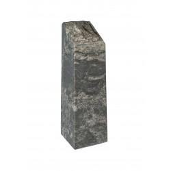Obelisk mit Bruchkante